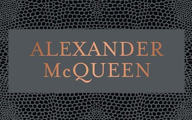 Din culisele expoziţiei Alexander McQueen: Savage Beauty