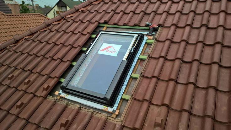 3. lépés. A tetőablak behelyezése a kialakított nyílásba.