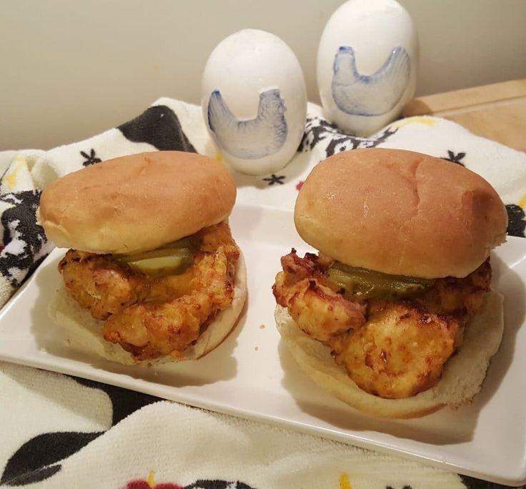Air Fryer Chick-fil-A Chicken Sandwich {Copycat Recipe} via @thisoldgalcooks