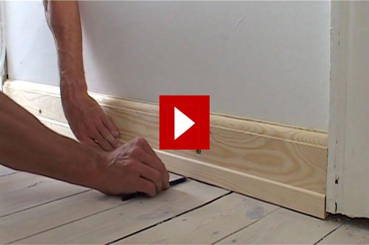 VIDEO: Här har vi monterat en ny fotlist, men den glipar mot golvet eftersom golvplankorna satt sig.
