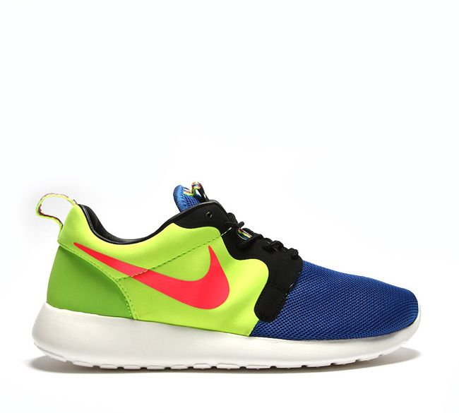 Nike Roshe Run Hyperfuse - Atomic Red - Black - SneakerNews.com | Black  sneakers, Nike roshe and Roshe