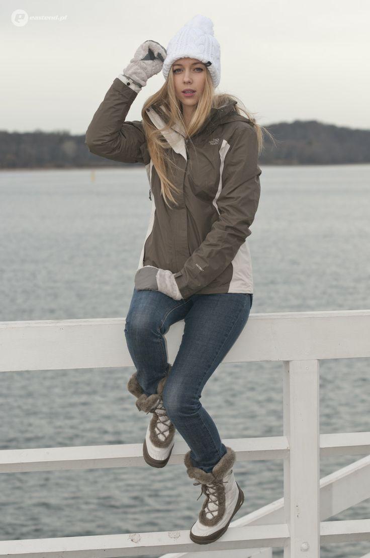 The North Face / hat - Bigs Pom Pom Beanie FN4 / jacket - W Evolution II Tric Jacket DP4 / shoes - Nuptse Faux Fur IV FG9 / gloves - W Denali Thermal Mitt F4U