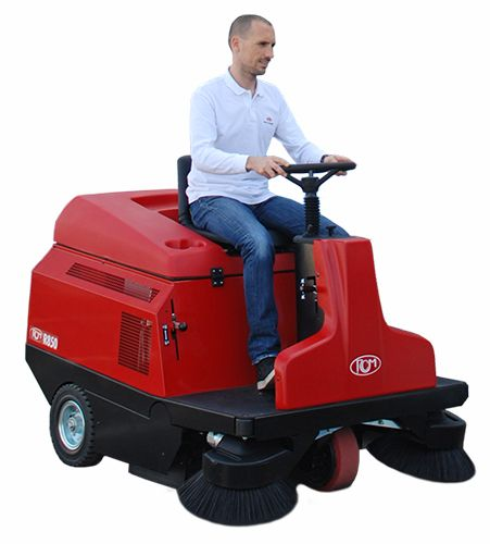 R850 is the biggest ride on sweeper with manual dump in the market, for heavy duty and professional use.