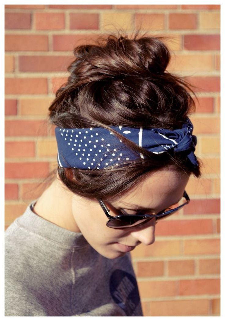 8 peinados con pañuelos tanto si tienes el pelo corto como largo. Coge el pañuelo más bonito que tengas y empieza a practicar.
