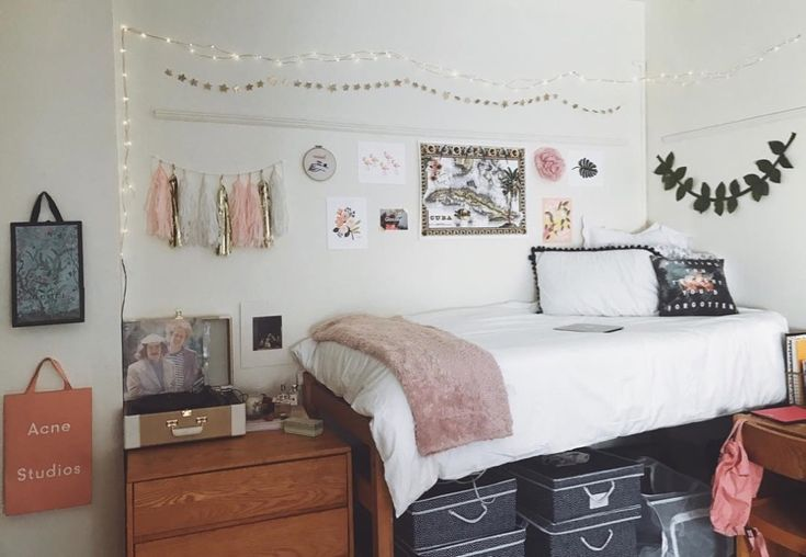 5 Easy DIY Solutions for an Overflowing Dorm Room Closet