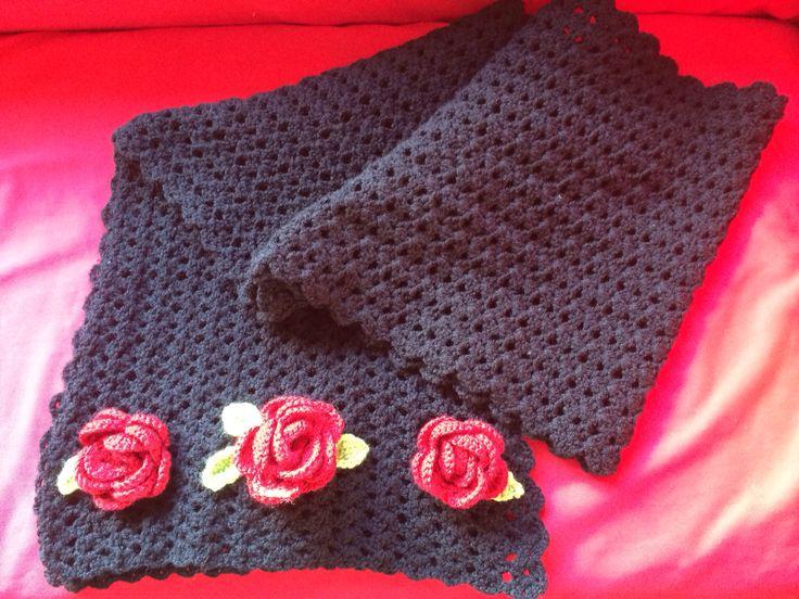 Hij is af! Lange warme sjaal met rozen.