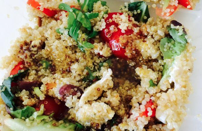 Quinoa, eerlijk: het is gewoon niet te hakken. Maar ja, ik moet over twee weken in bikini ten overstaan van de hele vriendengroep, dus ik ben gezond aan het doen. En ik doe er lekkere, smaakvolle ...