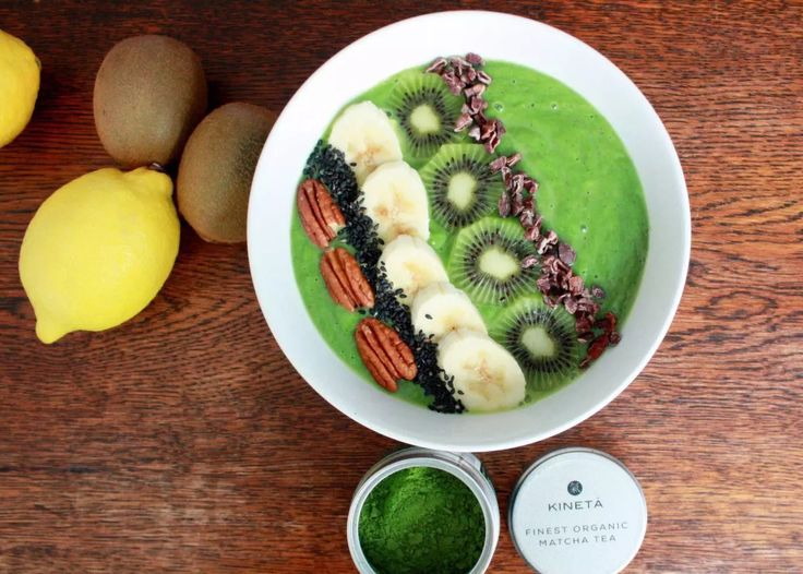 Superfood Matcha Green Tea Smoothie Bowl by Emma Eats & Explores - Paleo, Grainfee, Glutenfree, Refined Sugarfree, Clean Eating
