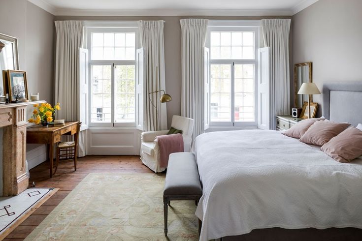 Beautiful bedroom with blush pink accents in a Georgian townhouse in the UK. Interior Design by Imperfect Interiors. Photo: Chris Snook. #bedroom #blushpink #englishtownhouse