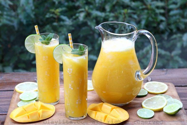 Receta fácil y sencilla para preparar un refresco de mango con limón o limonada de mango, se prepara con mangos maduros, jugo de limón, azúcar o miel, agua, y hielo.
