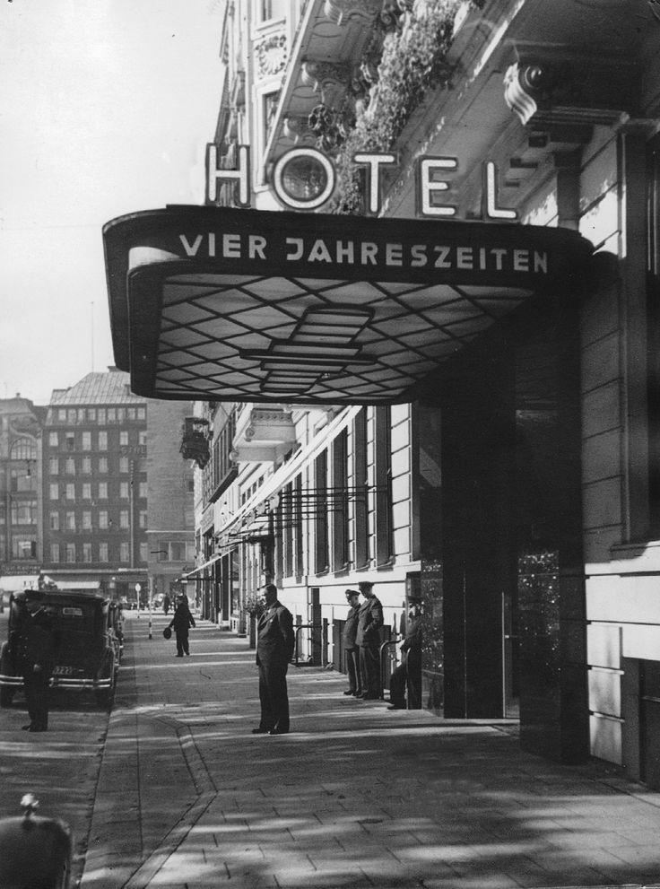 1930 Hamburg - Hotel Vier Jahreszeiten (heute Fairmont Hotel Vier Jahreszeiten).