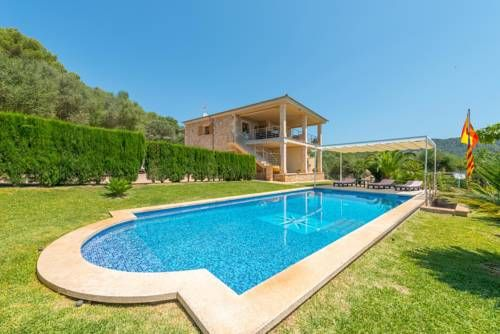 Ullastre Crestatx Featuring free WiFi and pool views, Ullastre is a villa, located in Crestatx. Ullastre boasts views of the garden and is 41 km from Palma de Mallorca. Free private parking is available on site.