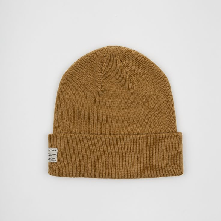 RVLT - men's fashion. Khaki new take on the RVLT basic beanie in solid colors - it is made of a cashmere blend.