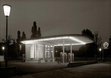 Karl Hugo Schmölz, Tankstelle Ecke OskarJägerStraße