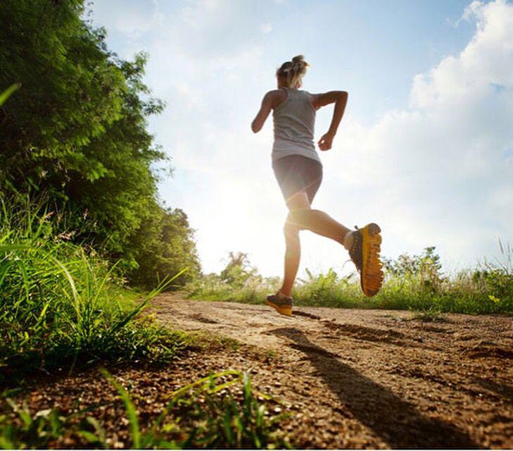 La corsa è una metafora della vita. Non importa quanto corri veloce né se nessuno ti applaude. Passo dopo passo controlli la fatica. Vai avanti spalla a spalla con chi ami e gioisci di ciò che incontri lungo il percorso. #running #life #like #photooftheday #love