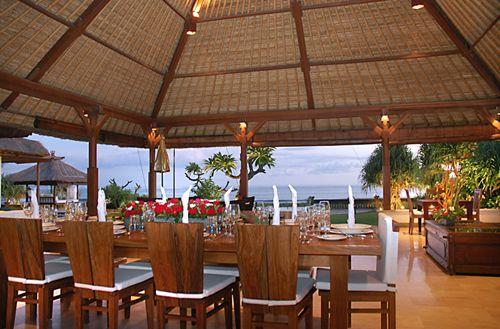 villa smara bai dining