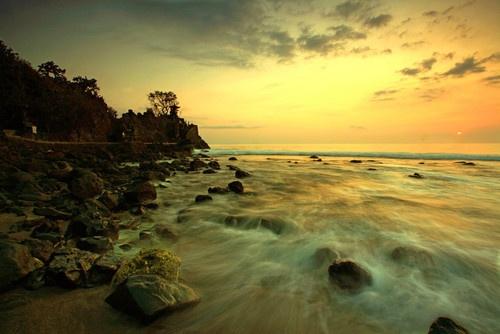 Batu Bolong Temple, Senggigi, Lombok