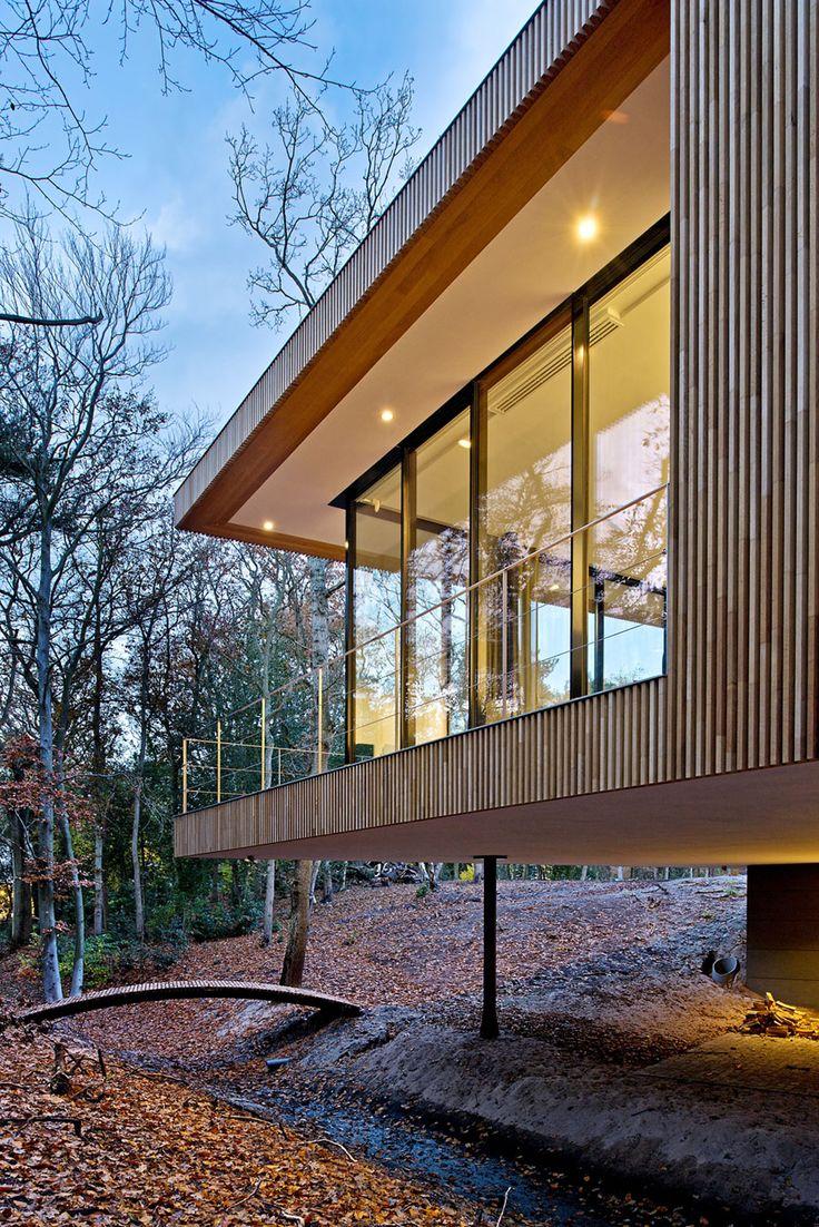 Modernes Haus ist eine gebogene Konstruktion, um ein organisches Gebäude zu kreieren