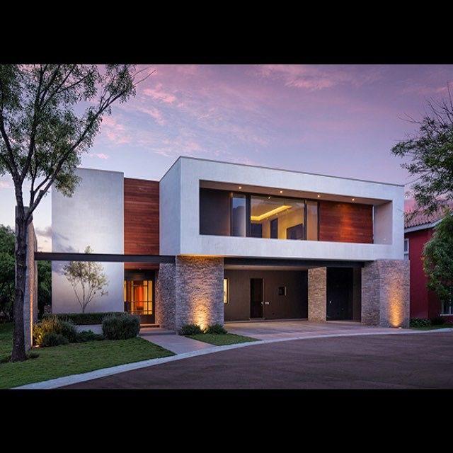 Pin de fleur7z en houses exterior pinterest fachadas for Viviendas modernas fachadas