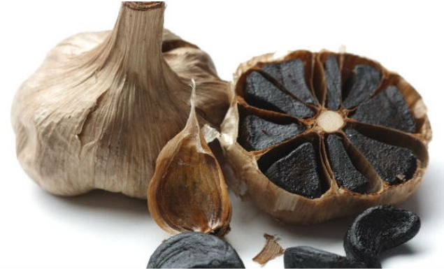 Black Garlic is Toxic to 14 Types of Cancers #Blackgarlic, #Cancer, #Garlic, #Toxic | http://thehealthology.com/2016/10/black-garlic-toxic-cancers/?utm_source=PN&utm_medium=Stay+Healthy+%7C+TheHealthology&utm_campaign=SNAP