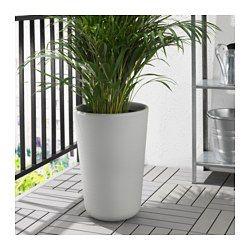 Choisissez pour vos plantes décoratives des cache-pots qui correspondent au style de votre intérieur.