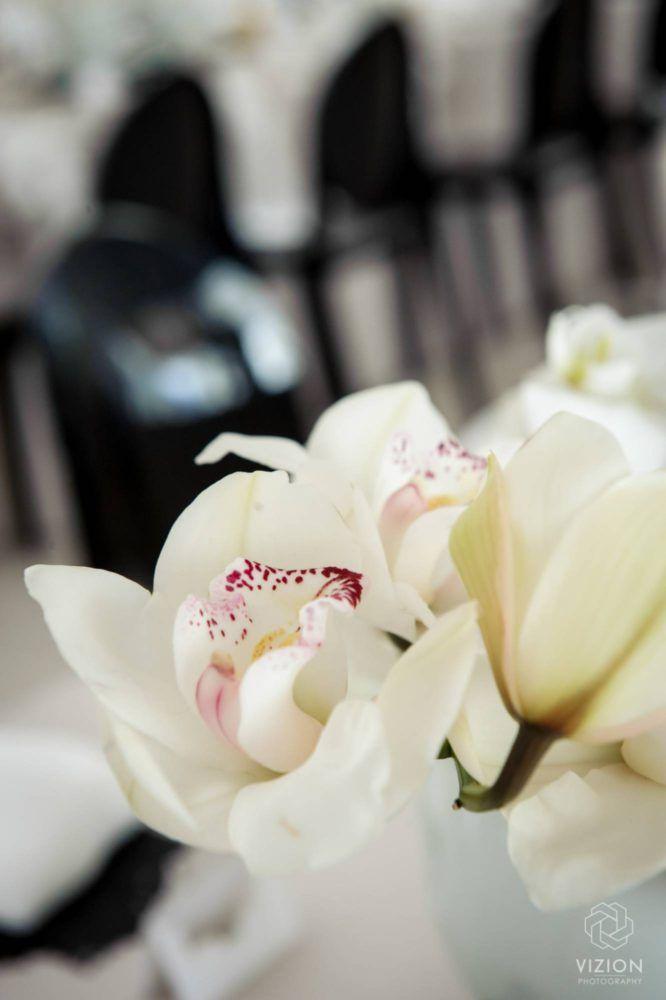 Elize & Stefan Real Wedding Showcase - The Aleit Group  White lilly. Wedding flowers. Table decor. Laurent Venue.