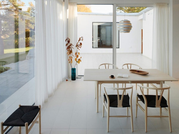 Wishbone chairs, CH 327 table and CH 53 stool by Hans J Wegner from Carl Hansen and Berhive lamp by Alvar Aalto from Artek | Drevviken House by Claesson Koivisto Rune