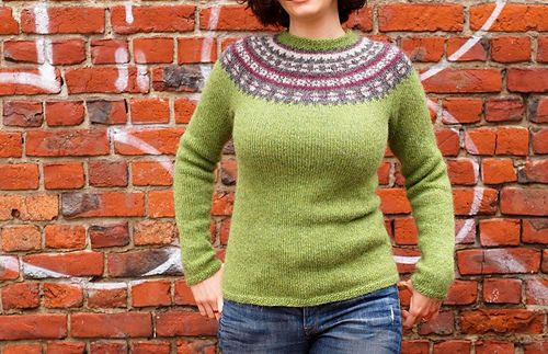 Available as free pattern in Finnish, Icelandic and English only. The Lopi pattern book is available in English.