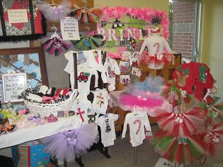 Erryn's Little Bow-tique: Christmas Craft Show and Items! Great setup.