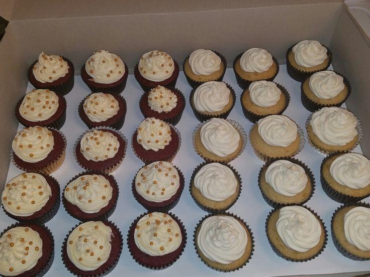 Cupcakes redvelvet vanilla food breakfast cupcakes