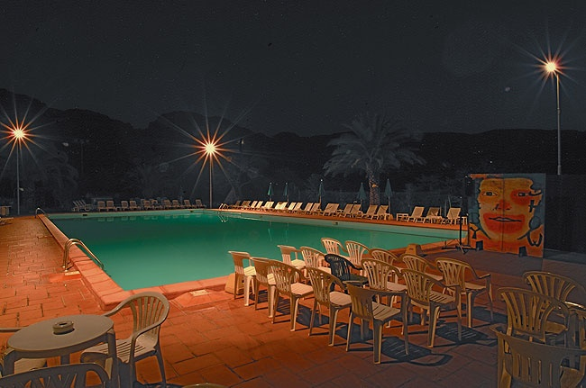 La piscina di sera è una vera oasi di tranquillità!