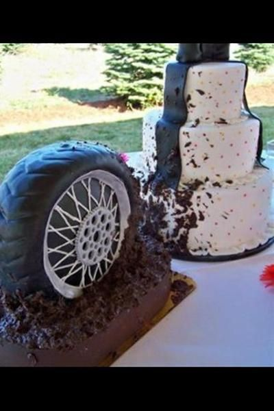 motocross wedding cake | This is a funny photo of a moto enthusiasts wedding cake. Was tweeted ...