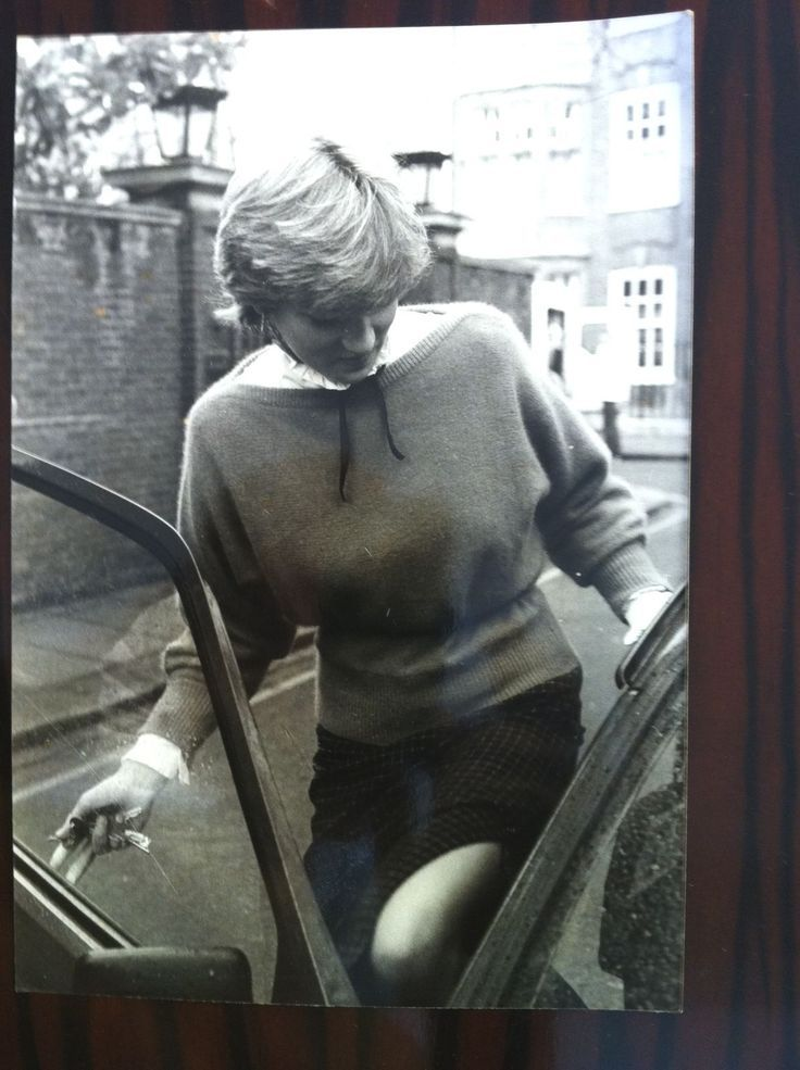 princess diana in london | ... of the whole outfit worn by young diana in london london news agency