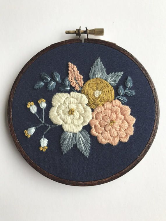 This complete floral embroidery kit includes: « Printed cotton fabric « 5 embroidery hoop « Full skeins of DMC embroidery floss « Embroidery Needle « PDF stitching guide along with tips (emailed after purchase, will not be shipped) This kit is suitable for stitchers of all levels. I would love to see your progress as you stitch and your finished result! « Instagram: hoffeltandhooperco « Pinterest: https://www.pinterest.com/hoffelthooperco « Facebook: https://www.fac...