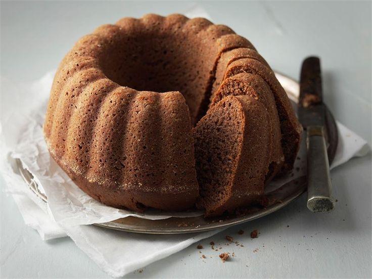 Tämä helppo ja herkullinen suklainen maustekakku on koostumukseltaan ihanan pehmeä ja valmistuu helposti ilman vatkainta.