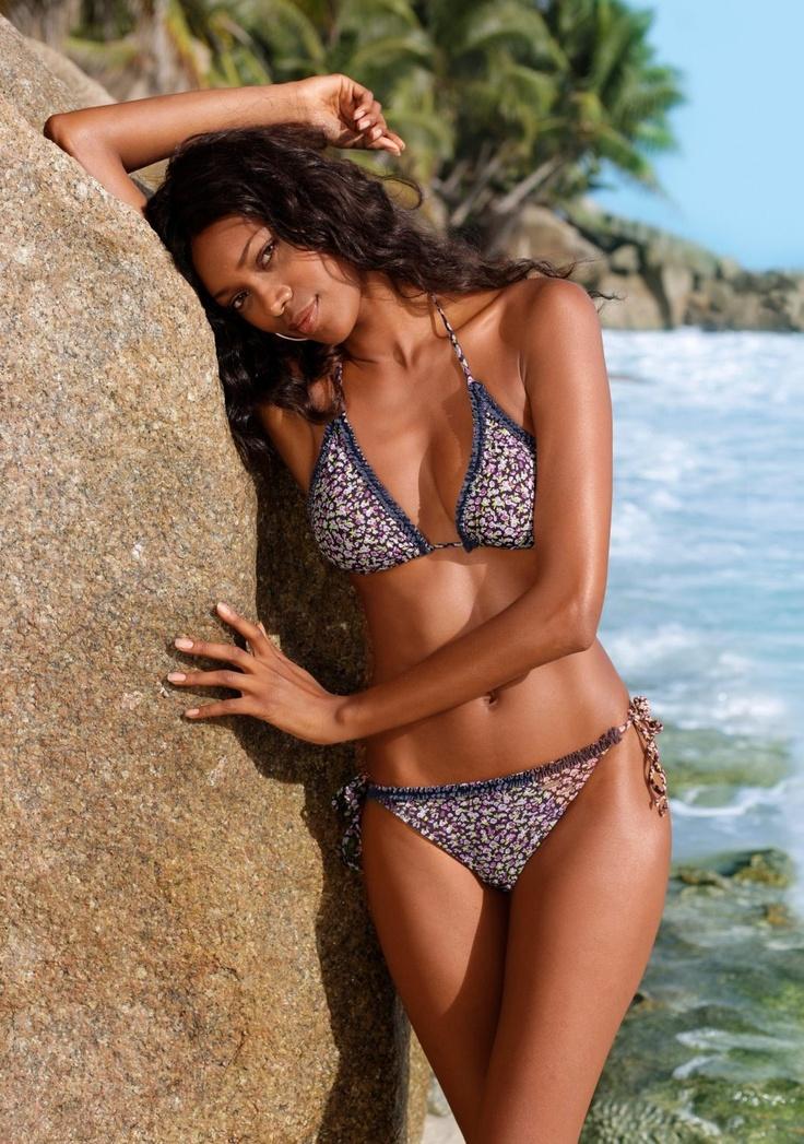 Triangel-Bikini von Bruno Banani - Klick das Bild!