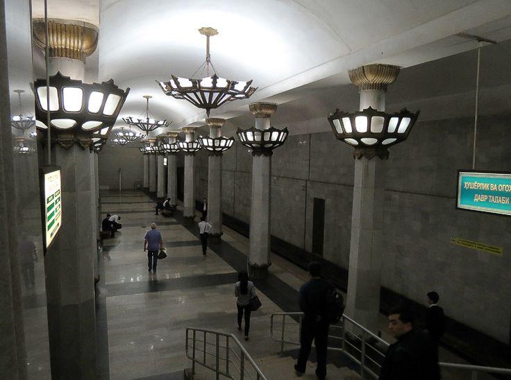 """Станция """"Юнус Раджаби"""" названа в честь советско-узбекского композитора, и в Ташкентском метро она самая глубокая - 24 метра (для сравнения, в Москве максимум - 63 метра, а в Алма-Ате - 57 метров), едва ли не единственная глубкого заложения. Оформление простое, но очень впечатляющее:"""