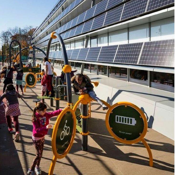 Enseñar con el ejemplo. La Asociación de Industrias de Energía Solar de eeuu afirma que existen más de 3700 escuelas con instalaciones solares en el país norte-americano. Esto se debe a que en promedio los edificios suelen ser antiguos y no están preparados para el consumo tecnológico actual. Por ello la instalación de energía solar les permite reducir los altos costos de electricidad satisfaciendo eficientemente sus necesidades energéticas. Promovamos la instalación de energías renovables…