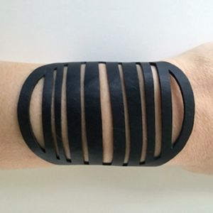 Recycled rubber armbånd, model CIRCLE