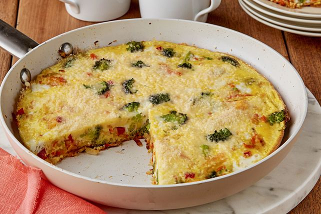 Looking for a new favorite frittata? We recommend this eggy Italian-style skillet, made with shredded hash browns, mixed veggies and grated Parmesan.