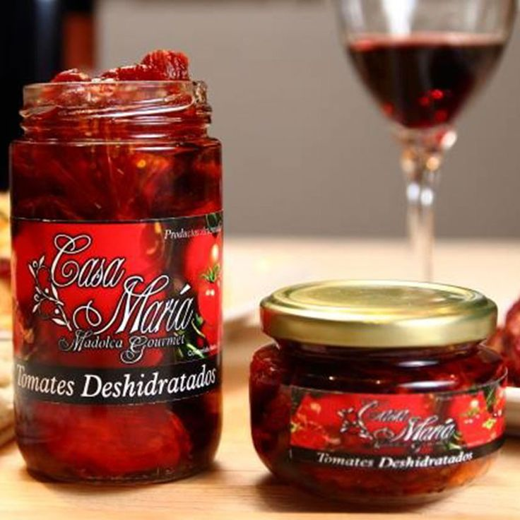 Con todas las propiedades nutritivas del tomate concentradas, deshidratados en forma artesanal,  conservados en aceite de oliva y especias, que les da una textura y sabor únicos. Para disfrutar como un complemento gourmet  para tus platillos, tapas, entradas o bocadillos. #sundriedtomatoes #driedtomatoes #tomatoes #tomatesdeshidratados #tomates #gourmet #artesanal #handmade #deli #delicious