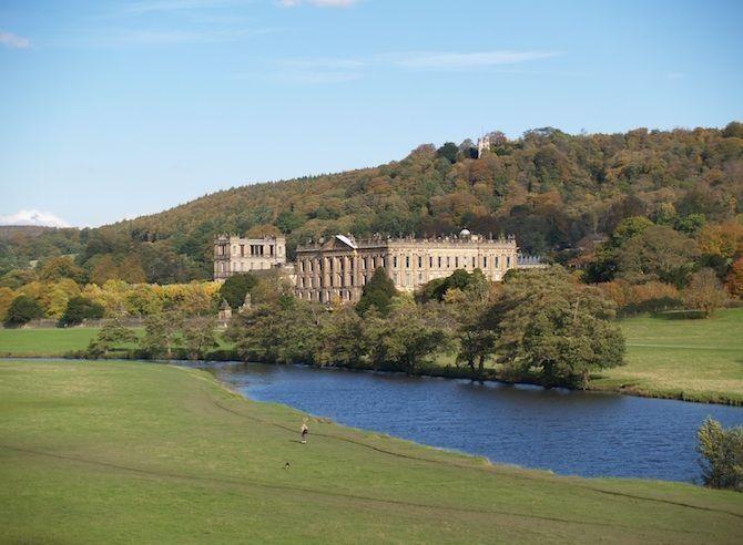 De mooiste barokke bouwwerken - Chatsworth House in Derbyshire, Groot-Brittannië© Chatsworth House is een van de meest geliefde landgoederen in Groot-Brittannië. Het huis van de graaf en gravin van Derbyshire ligt in het schitterende landschap van het Peak District National Park. Niet voor niets vormde Chatsworth House het decor van films als Price and Prejudice en The Duchess. Het landhuis werd gebouwd in de 17e eeuw, bezit een enorme collectie kunstvoorwerpen en wordt omringd door een 42…