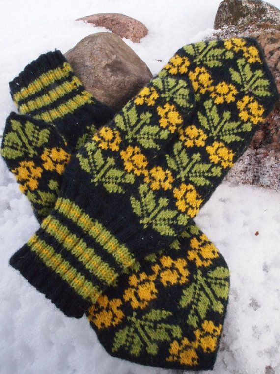 Finely Hand Knitted Seto Estonian Mittens for Men by NordicMittens