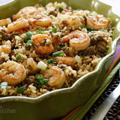 Καστανό ρύζι με γαρίδες, κάσιους και φρέσκα κρεμμυδάκια