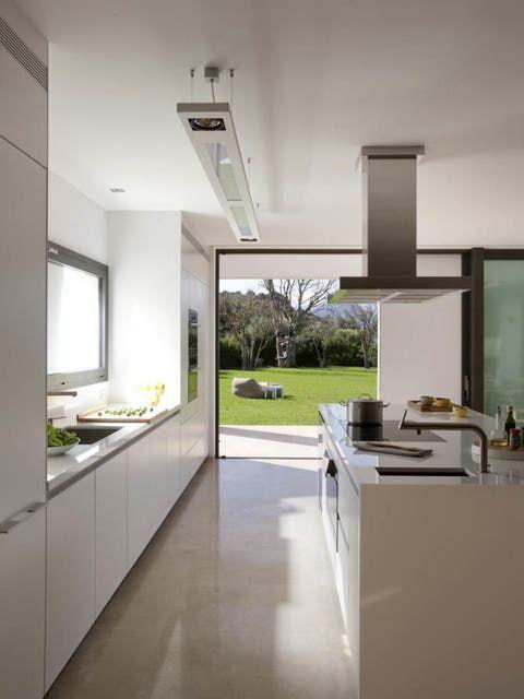 Decoración: Cocinas abiertas al exterior: ocho ideas de distribución y diseño Kitchen Dining Combo, Kitchen Island, Villa Design, House Design, Interior Design, Architecture, Outdoor Decor, Furniture, Home Decor