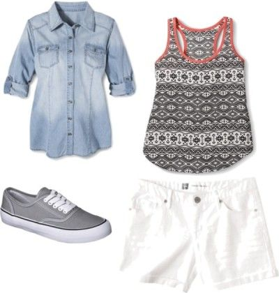 Outfit Eight - Fourteen piece, ten day summer vacation packing list with ten outfits and printable packing list!  http://getyourprettyon.com/ten-day-summer-vacation-packing-list/
