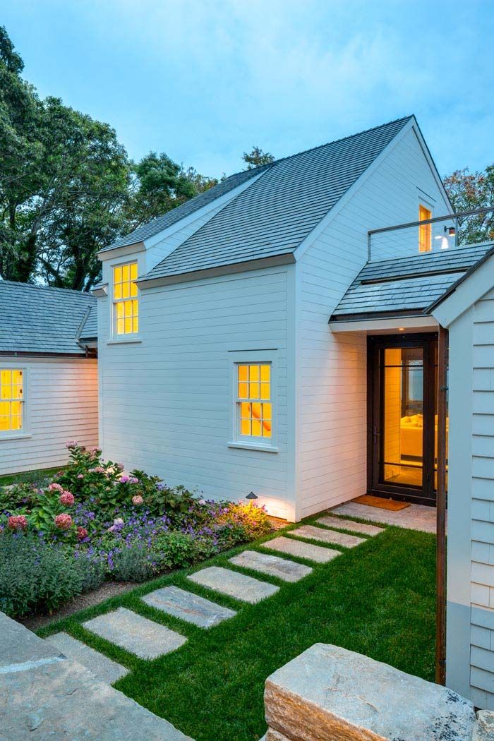 Shingled beach cottage in Martha's Vineyard with modern elements