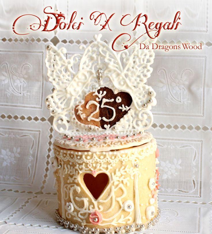 Regalo di nozze d'argento – una scatola di biscotti con ghiaccia reale