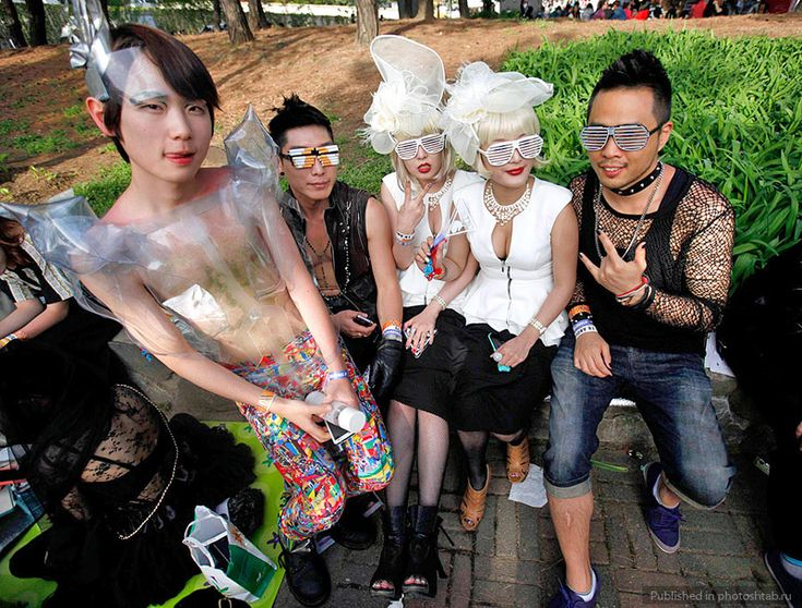 Фанаты Леди Гаги перед ее концертом на Олимпийском стадионе в Сеуле.