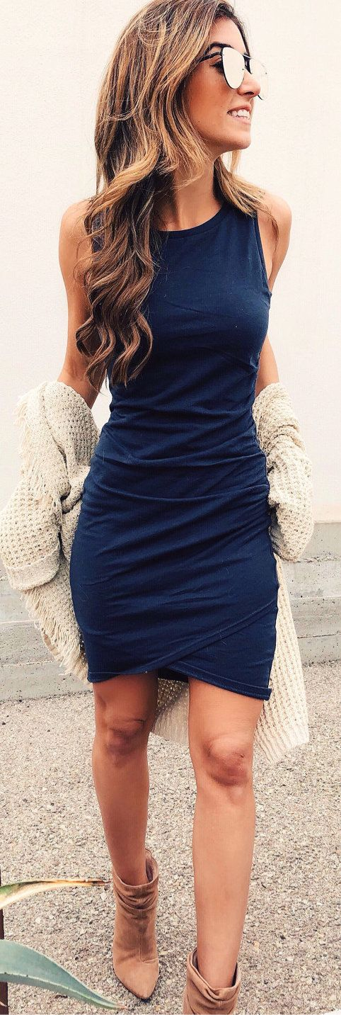 #winter #outfits blue sleeveless dress. Pic by @jessi_afshin.
